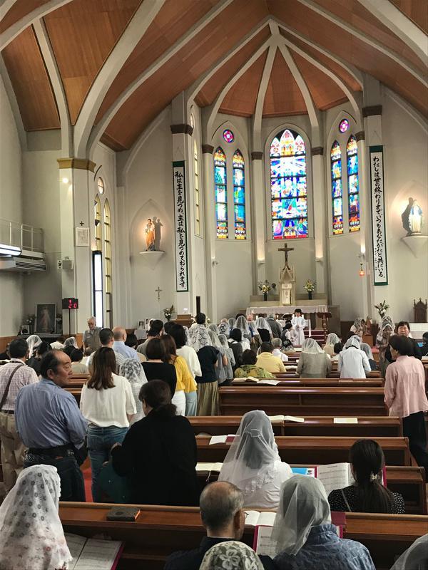 6/3/2018聖体拝領に並ぶ信徒