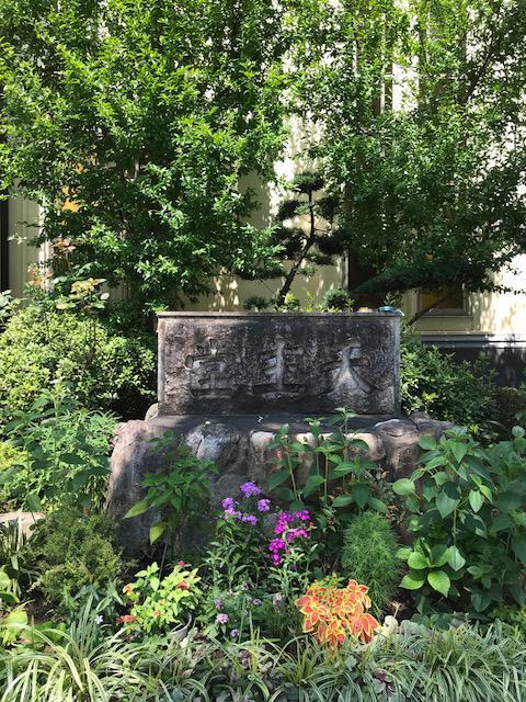久留米教会の花壇1