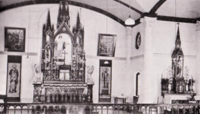 ロー神父が建てた教会の祭壇