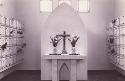 聖堂内の納骨堂